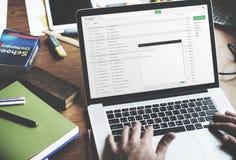 Het Denken van zakenmanusing laptop working Concept Stock Foto