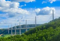 Het departement Aveyron van viaductmillau in Frankrijk stock afbeeldingen