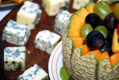 Fruitdessert en vlees stock afbeelding