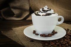Het dessert van de chocolade met slagroom Stock Afbeeldingen