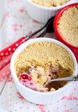 Het dessert van de het bovenste laagjebes van de koekjeskruimeltaart Stock Foto