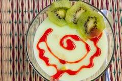 Het dessert van de kiwipudding Stock Afbeelding