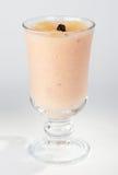Het dessert van het fruit in een kop. stock afbeelding