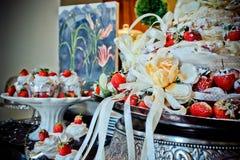 Het Dessert van huwelijkscupcake Stock Foto's