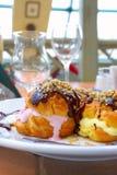 Het dessertroomijs, dooi op een lijst Stock Fotografie