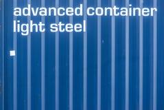 Het detail van een overzeese vrachtcontainer met de inschrijving ging container licht staal vooruit Royalty-vrije Stock Afbeelding