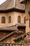 Het detail van het dak van binnenuit het Alhambra paleis Stock Fotografie