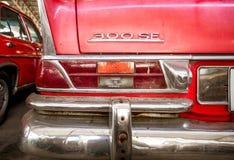 Het detail van oude mythic Duitse auto, sluit omhoog van achter licht en rood bladmetaal stock afbeeldingen