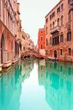 Het detail van Venetië, van het kanaal en van de brug. Lange blootstelling Stock Foto's