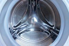 Het dichte omhooggaande, vooraanzicht van de wasmachinetrommel stock afbeelding