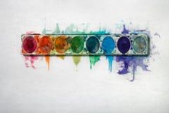 Het Dienblad van de waterverfverf op een Witte Achtergrond Stock Afbeeldingen