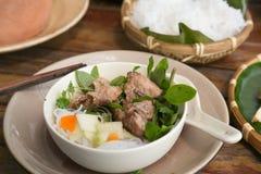 Het dienen van broodjescha in Vietnam Royalty-vrije Stock Afbeeldingen