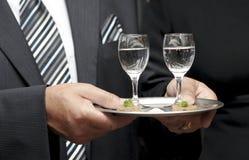 Het dienen van de kelner Royalty-vrije Stock Foto's