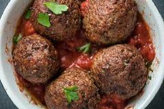 Het dienen van heerlijke gekruide vleesballetjes Royalty-vrije Stock Foto