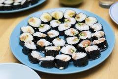 Het dienen van sushi Stock Foto's