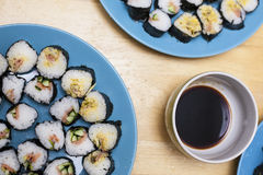 Het dienen van sushi Royalty-vrije Stock Afbeelding