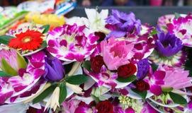 Het Dienstenaanbod van de bloem bij Tempel Lungshan Royalty-vrije Stock Foto
