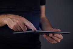 Het digitale gebruik van de tabletcomputer Stock Foto