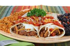Het Diner van Burrito van het rundvlees met rijst en zwarte bonen. Royalty-vrije Stock Foto