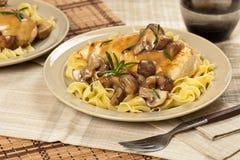 Het diner van de kippenmarsala Stock Afbeelding