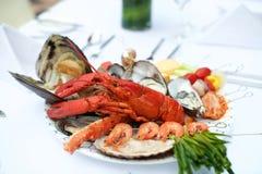 Het diner van de zeevruchtenzeekreeft op lijst royalty-vrije stock foto