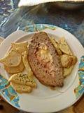 Het diner van het huwelijk met gerookt broodjesvlees en tomaten Stock Foto's