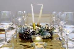 Het diner van het nieuwe jaar het plaatsen Stock Foto's