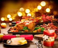 Het diner van Kerstmis Geroosterd die Turkije met aardappel wordt versierd Stock Foto's