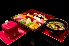 Het diner van sushi dat met soep wordt geplaatst Royalty-vrije Stock Foto