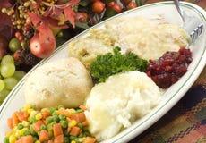 Het Diner van Turkije van de dankzegging op Schotel Stock Foto's
