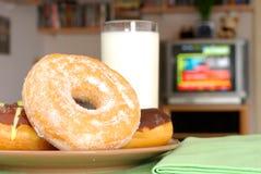 Het diner van TV, snack, chocolade  Stock Afbeelding