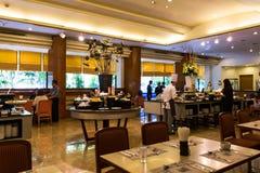 Het dineren bij het Tweelingrestaurant van het Torenshotel Royalty-vrije Stock Foto