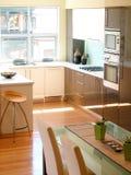 Het dineren gebied en keuken Stock Foto's