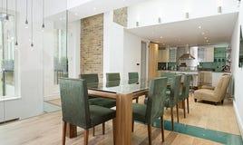 Het dineren Gebied met de Open Keuken van het Plan Stock Foto