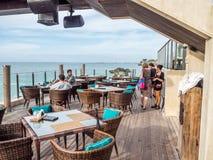 Het dineren op de waterkant in Jimbaran-Baai Bali royalty-vrije stock foto
