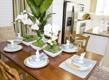 Het dineren van de luxe keukenbinnenland Royalty-vrije Stock Foto's