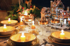 Het dinerlijst van Kerstmis met Kerstmisstemming Stock Afbeelding