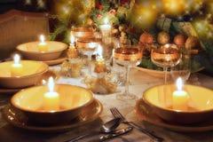 Het dinerlijst van Kerstmis met Kerstmisstemming Stock Fotografie