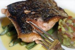 Het dinermacro en vork van vissen stock foto's