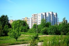 Het districtsmening van Seskine van de Vilniusstad op de lentetijd Stock Foto