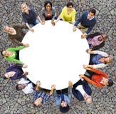 Het diverse Concept van de de Vriendschaps Vrolijke Samenhorigheid van het Mensengeluk Stock Foto's
