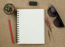 Het document en het potlood van de nota Stock Fotografie
