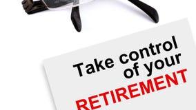 Het document met het schrijven van woorden neemt controle van uw pensionering en glazen in VE cs5 stock footage