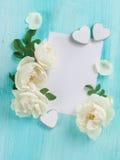 Het document met kader met roze en de harten wodden achtergrond Royalty-vrije Stock Foto's