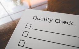 Het document van de kwaliteitscontrole en het formaat voor het invullen van informatie in bedrijfsconcept Stock Afbeeldingen