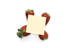 Het document van de nota op aardbeien Stock Afbeeldingen