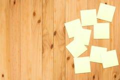 Het document van de nota op hout Stock Fotografie