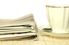 Het document van de ochtend en kop van koffie Royalty-vrije Stock Afbeelding