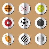 Het document van sportballen geplaatste vouwenpictogrammen Stock Foto's