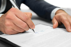 Het document vergt een handtekening Stock Foto